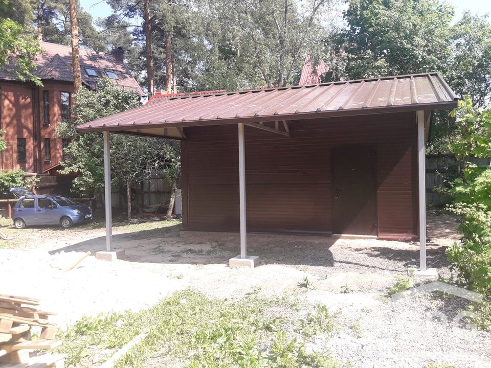 Гараж с навесом и двухскатной крышей 7х6